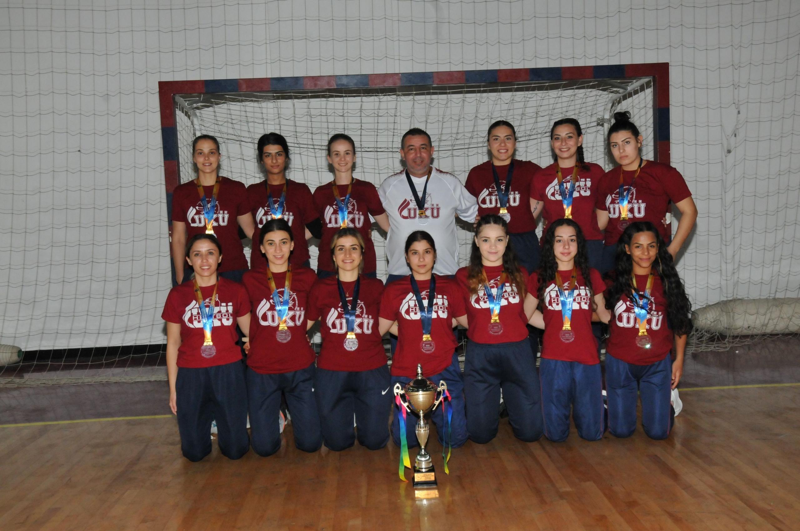 Hentbol kadınların şampiyonu UKÜ