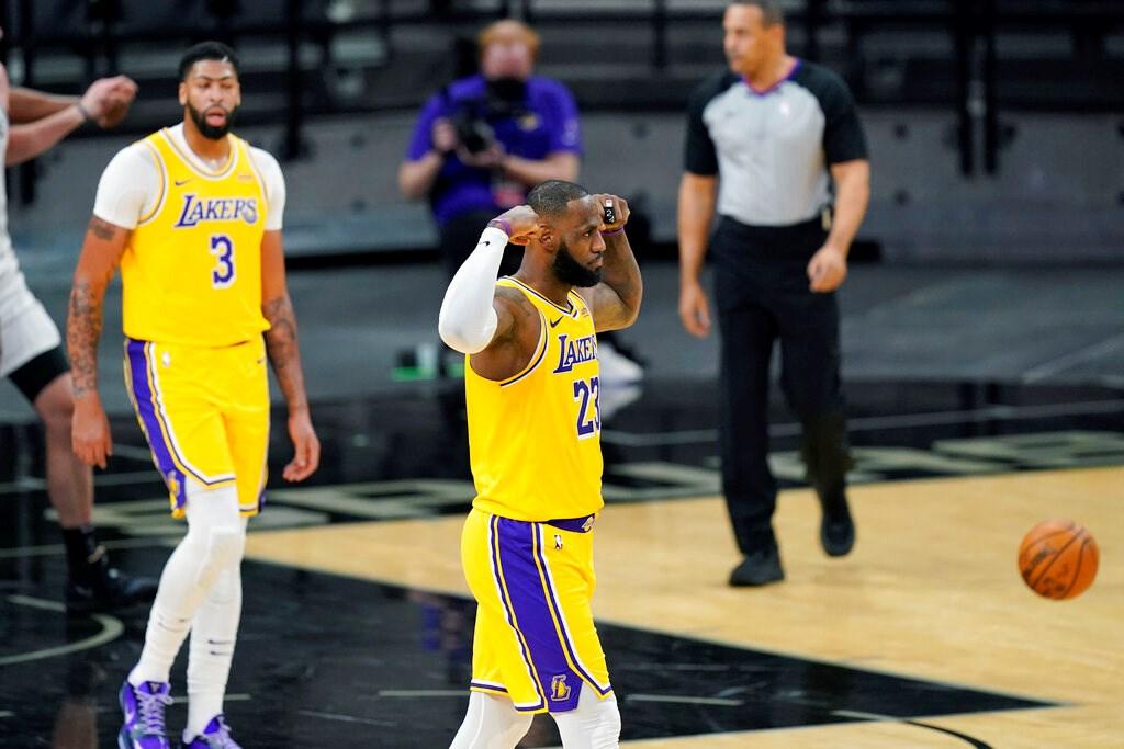 LeBron James'ten inanılmaz performans