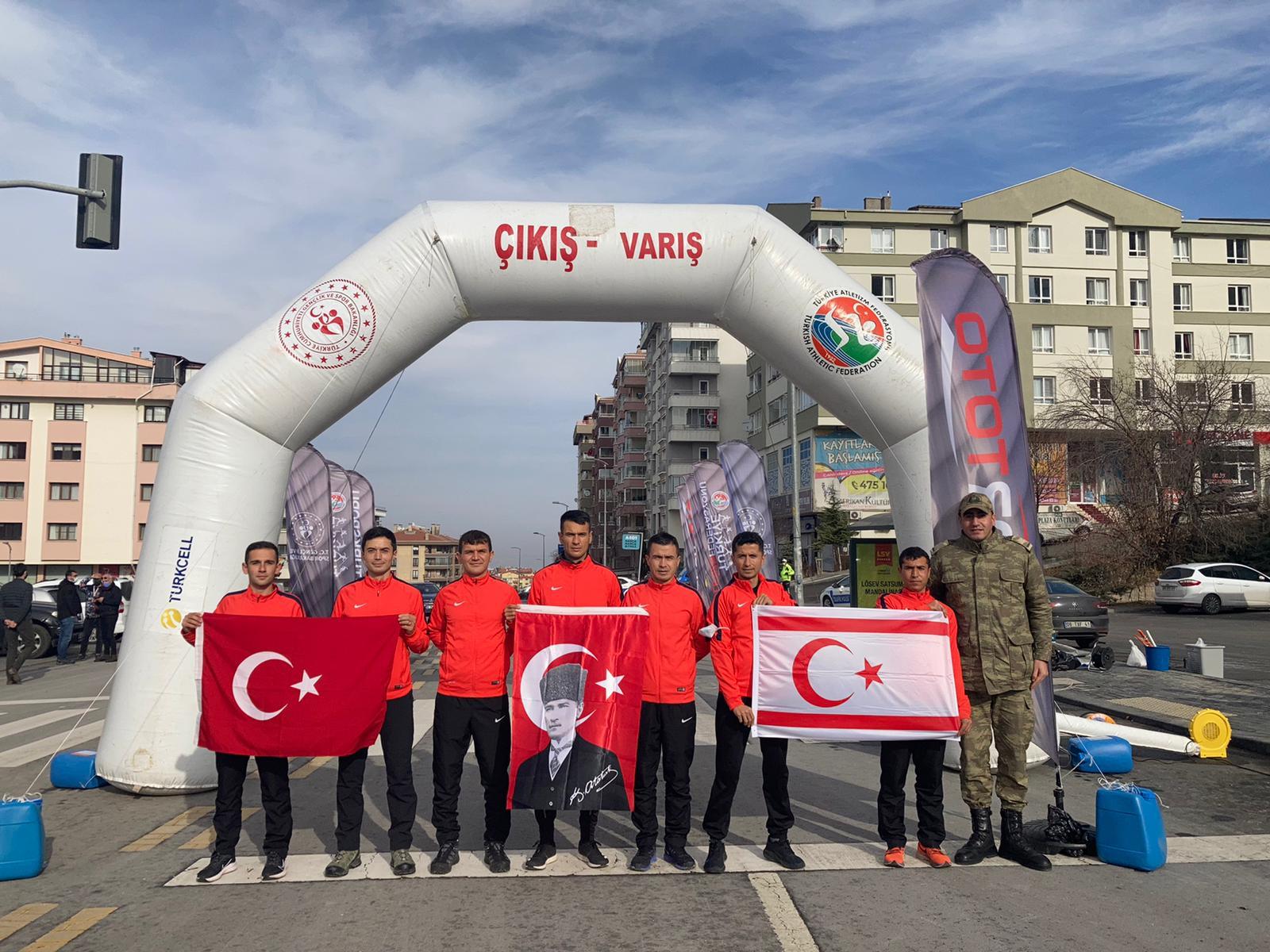 Tazegül, Ankara'da KKTC bayrağı ile koştu