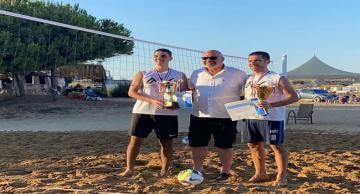 Plajın şampiyonu, Aksunlar kardeşler