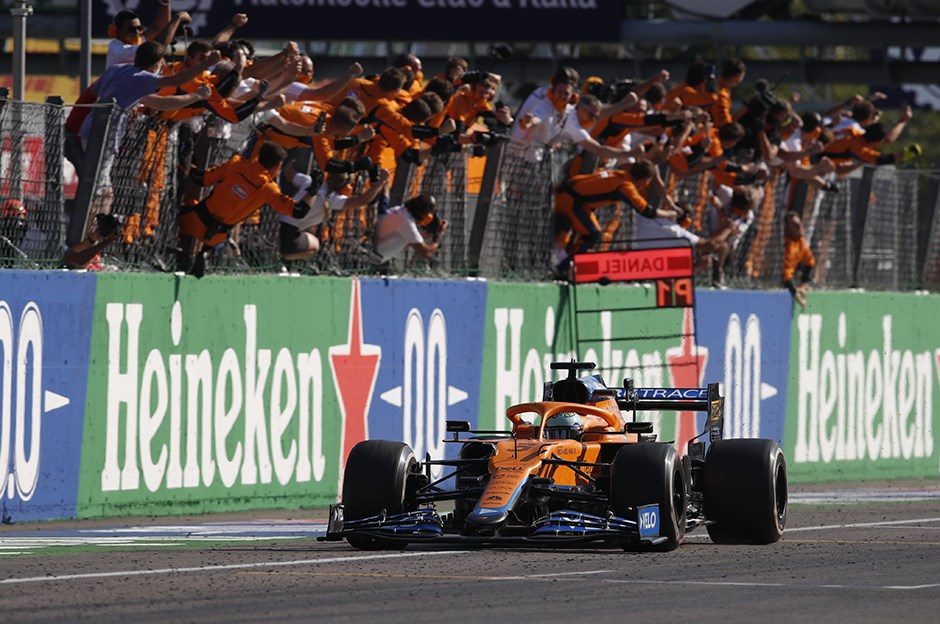 Olaylı yarışta zafer Ricciardo'nun